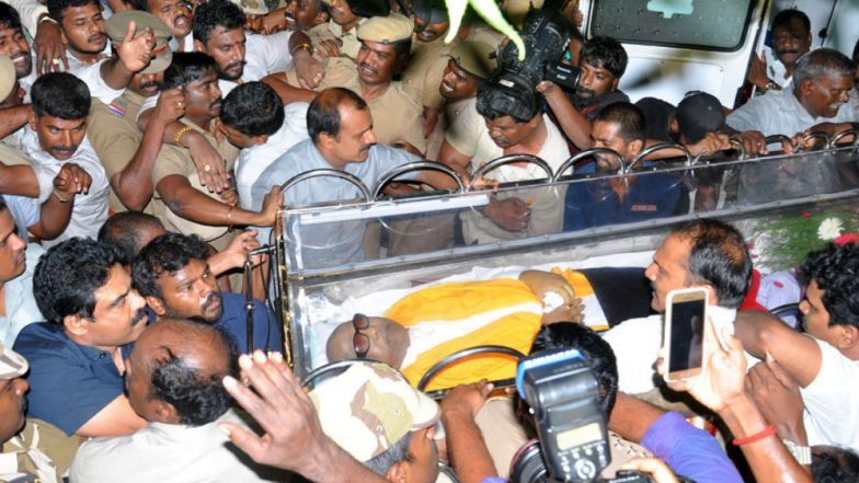 Karunanidhi Death: Hearing For Kalaignar's Burial at Marina Beach Adjourned Till 8 AM