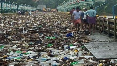 Kerala Floods: Pic of Large Amount Of Plastic Thrown Back by Nature on a Bridge After Water Level Recedes is a Wake-up call
