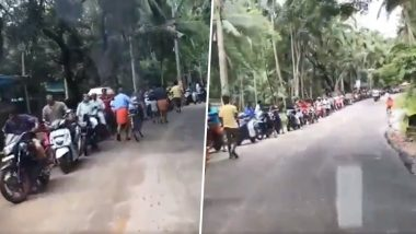 Fake Video Message Alert! Long Queue in Kerala After Floods Is to Buy Petrol and Not Liquor; Netizens Praise Malayalees' Discipline
