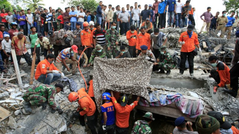 Lombok Earthquake: 98 People Dead, Over 200 Injured, Operation Underway to Rescue Thousands of Tourists in Indonesia (Watch Video)