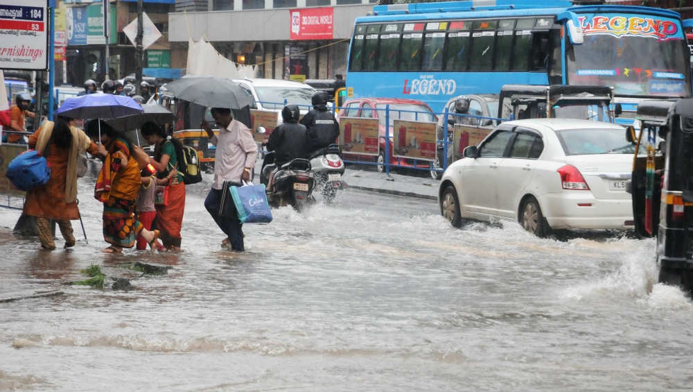 IMD Issues Orange and Yellow Alerts in Kerala Districts as Rains Continue to Batter State, Check District Names