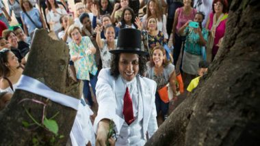Peruvian Actor Richard Torres Marries a Tree in Santo Domingo to Denounce Deforestation