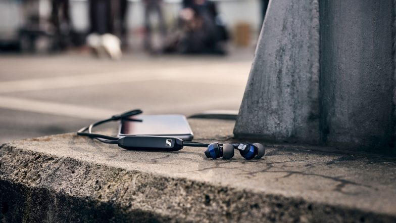 Earphones Dangerous For Ears? Experts Says Today's Handsfree Users Could be 'Tomorrow's Hearing Aid Users'