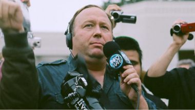 Apple, Facebook Take Down Pages of 9/11 Conspiracy Theorist Alex Jones