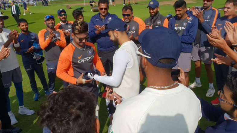 Rishabh Pant Handed Test Cap by Virat Kohli, 20-YO Batsman Becomes 291st Player to Represent Team India in Test Cricket