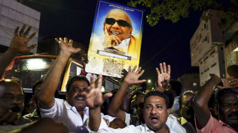Live Streaming of Karunanidhi Last Glimpse on Sun TV News: Mortal Remains of Kalaignar to be Kept at Rajaji Hall For Public Viewing