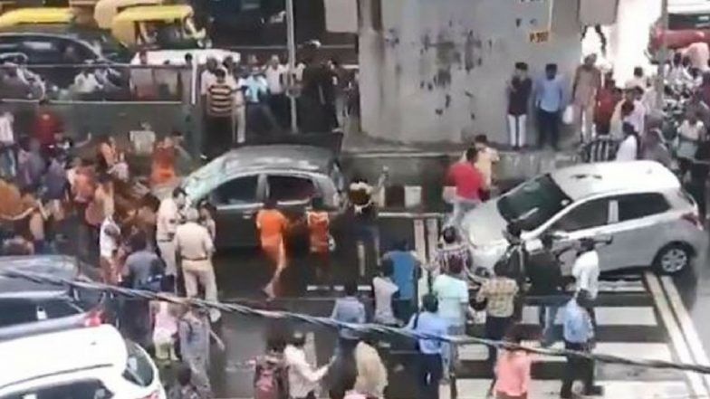 Kanwariyas Damage Car, Create Ruckus in Delhi! Video of Protesters Vandalising Vehicle With Rods Go Viral