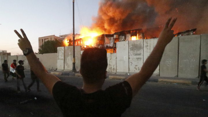Curfew Imposed in Iraq's Basra After Fresh Violent Protests Outbreak, 1 Dead 35 Injured