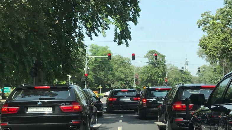 PM Narendra Modi's Cavalcade Enroute 'Swachhta Hi Seva' Event Gets Stuck in Delhi Traffic Jam