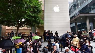 iPhone XS Sale: Apple Fans Queue Up In A Long Line To Get Their Hands On New iPhones - Watch Video
