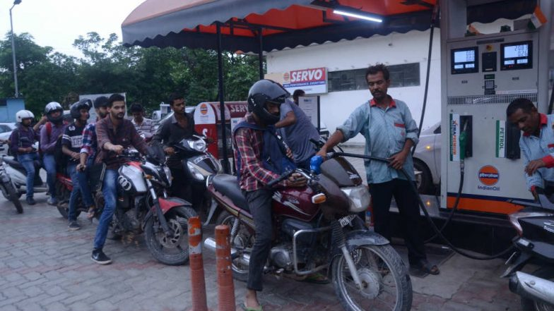 Petrol Pumps, CNG Units in Delhi Will Remain Shut Today to Protest AAP Govt's Refusal to Reduce VAT