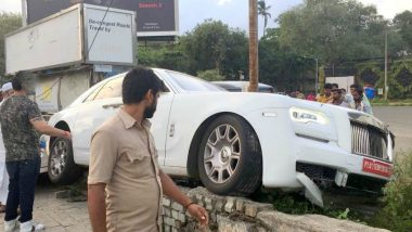 Rolls Royce Ghost Rams Into Footpath in Mumbai, Luxury Car Worth Rs 7 Crore Was on Its First Drive