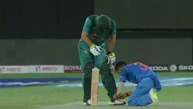 Yuzvendra Chahal Ties Shoelace of Pakistani Cricketer Usman Khan, Shows True Sportsmanship Spirit During India vs Pakistan Asia Cup 2018 Match (See Pic)