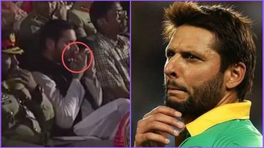 Shahid Afridi Caught on Camera Chewing Tobacco, Gets Trolled; Watch Video