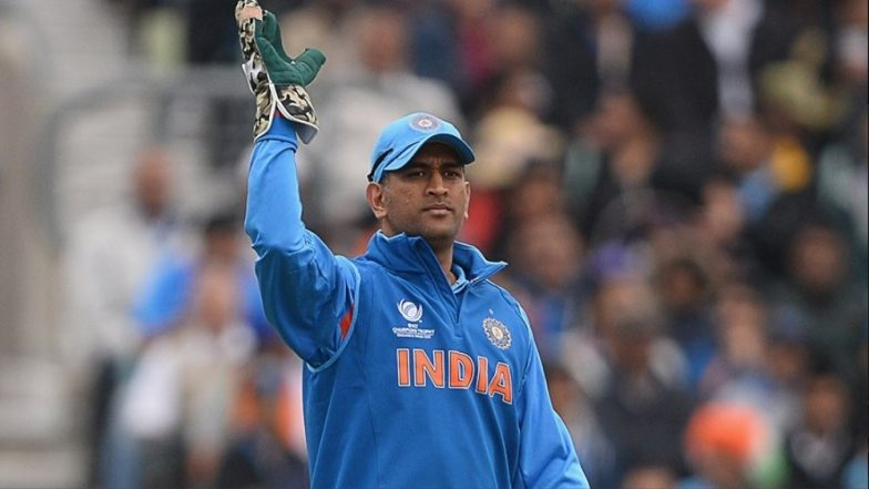 Fans Pay Tribute to MS Dhoni by Putting Up a 35 Feet Cut-Out in Thiruvananthapuram Ahead of the Match Between India vs West Indies 2018, 5th ODI (See Pics & Videos)