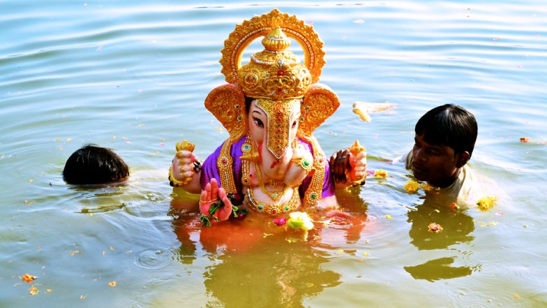 Ganesh Visarjan of One & Half Days Ganpati: Shubh Muhurat, Puja Vidhi and Time to Bid Good Bye to Your Favourite Idol