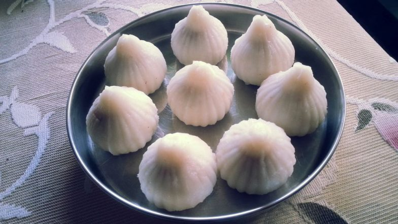 Ganesh Chaturthi 2018: Tips to Make the Recipe of Lord Ganpati's Favourite Modak Healthier This Ganeshotsav