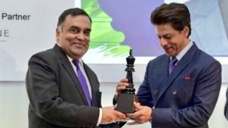 Shah Rukh Khan Gets Global Icon Award At India-UK Business Summit In London! Watch Video