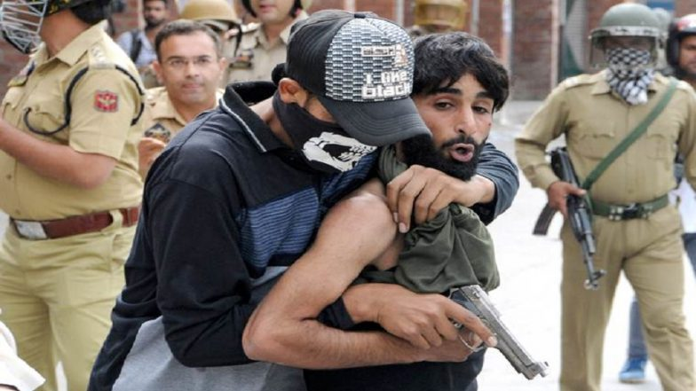 Jammu & Kashmir Police Personnel Disguise Themselves Among Stone-Pelters, Nab Four Ring Leaders