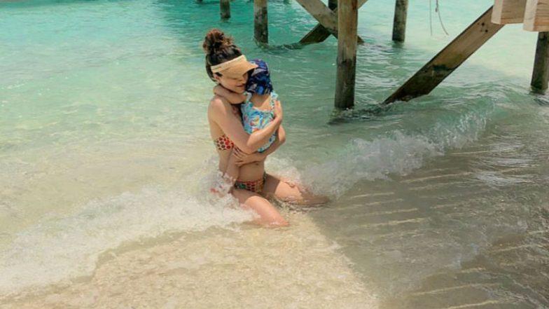 Soha Ali Khan Sizzles in Polka Dot Bikini While Inaaya Naumi Kemmu Plays in the Water in Maldives (View Pic)