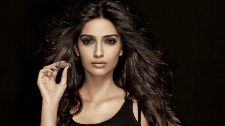 Sonam Kapoor Spills Bedroom Secret About Making Love With Lights on; Wants to Mentally Murder Shahid Kapoor! (Watch Video)