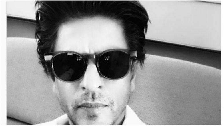 Shah Rukh Khan Looks Handsome as He Visits VPSG Ganesh Mandal (View Pic Inside)