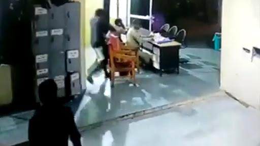 Madhya Pradesh: Bhind Prisoner Attacks Guards at Police Station, Watch Shocking CCTV Video