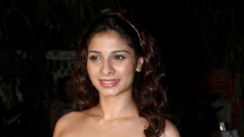 Tanishaa Mukerji Goes Topless and Fans Wonder About Her 'Mysterious' Pose!