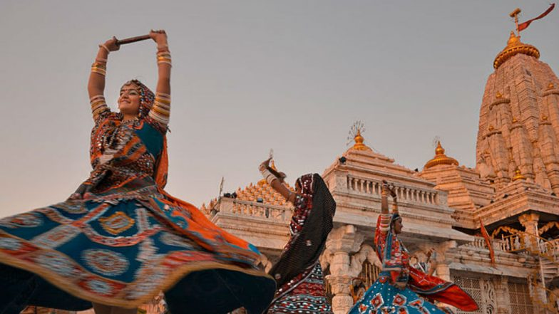 Navaratri Songs in Gujarati: Traditional Dandiya Numbers for Garba Enthusiasts to Celebrate Navratri 2018 (Watch Videos)