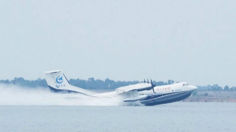 China's Large Amphibious Aircraft AG600 Conducts High-speed Taxiing Trials on Water