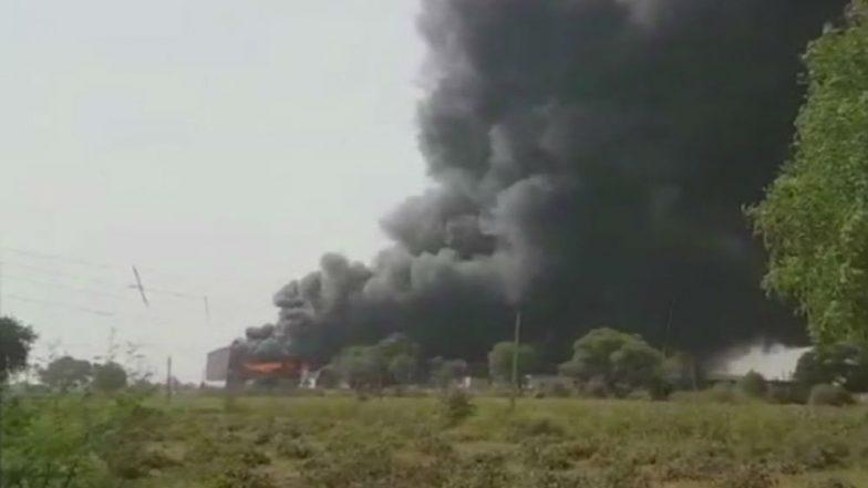 Haryana: Fire at Garment Warehouse at Rewari Road Near Pataudi in Gurugram, 6 Fire Tenders Rushed to Spot