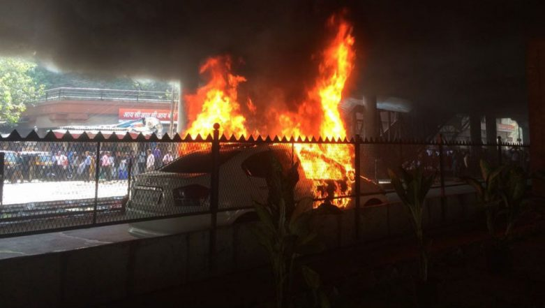 Delhi: Man Drives Burning Car Aside on Busy Akshardham Flyover to Save Others, Loses Family Members