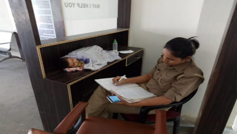 Jhansi Policewoman Works While Her Baby Sleeps on The Desk is a Reminder of Harsh Reality of Police Department, View Viral Pic