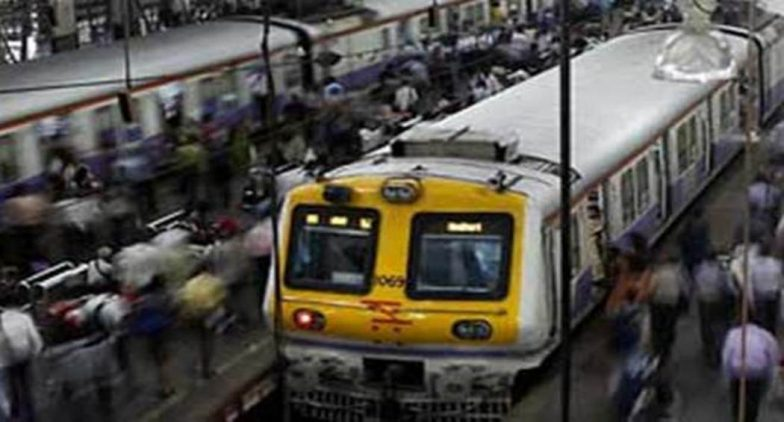 Mumbai: Local Trains Delayed on Harbour Line During Peak Hours, Commuters Go Berserk