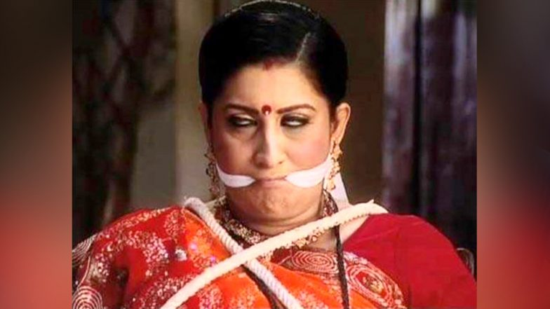 Smriti Irani Hits Back At Those Trolling Her For Her Remark on Sabarimala Temple With This Picture Captioned 'Hum Bolega to Bologe ki Bolta Hai'