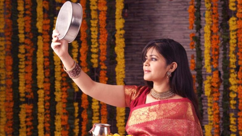 Karva Chauth 2018: Don't Know What To Gift Your Wife? Here Are Thoughtful Karwa Chauth Gifts Ideas For Confused Husbands