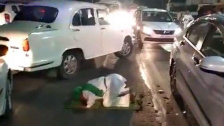 Man Offers Namaz Outside Yogi Adityanath's Secretariat, Arrested For Causing Traffic Jam