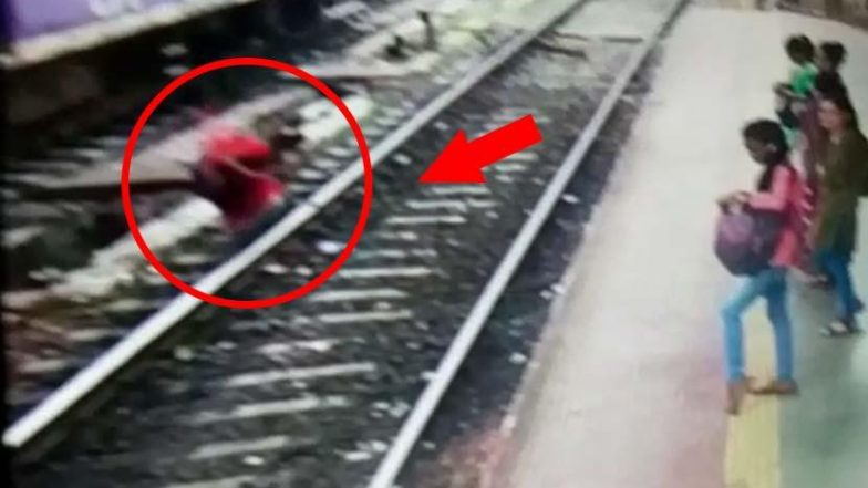 Mumbai Shocker! Woman Snatches Mangalsutra and Jumps on Track; Watch Video