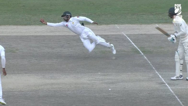 Babar Azam Takes a Stunning Catch to Dismiss Mitchell Starc During Pakistan vs Australia Test Match (Watch Video)