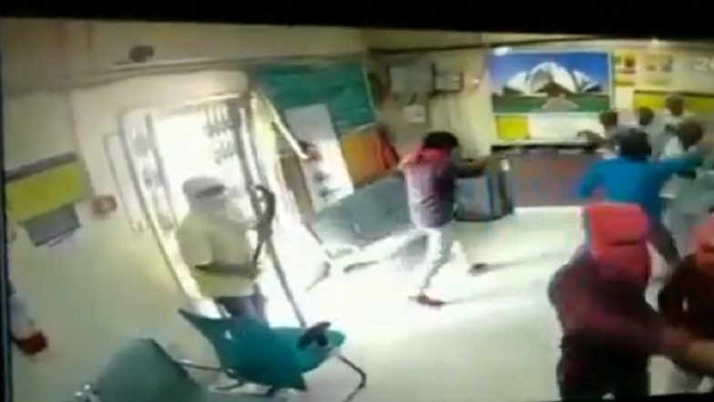 Bank Robbery in Delhi Caught on Camera: Armed Men Kill Cashier of Corporation Bank Branch in Dwarka, Flee With Over Rs 2 Lakh
