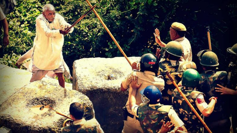 This Picture of Farmer Fighting Delhi Police With a Lathi on Gandhi Jayanti Becomes Face of Kisan Yatra Protest, See Viral Image