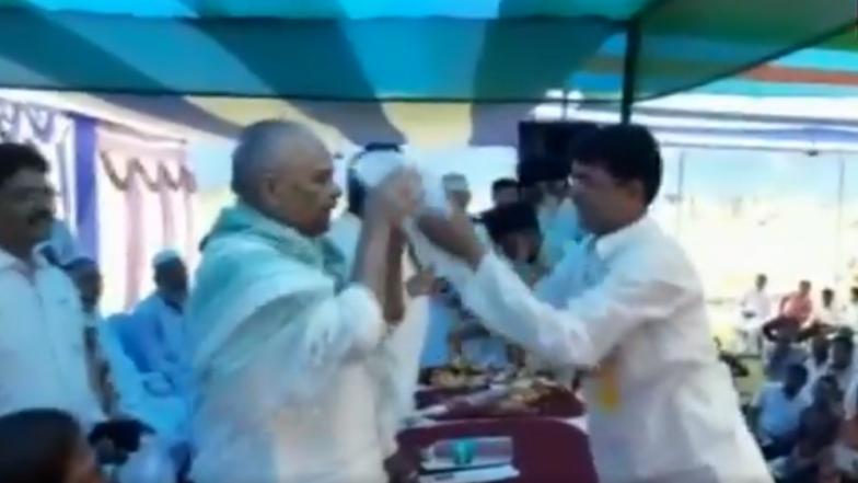 Bihar JD(U) Minister Bijendra Prasad Yadav Sparks Row After Refusing to Wear a Skull Cap; Watch Video