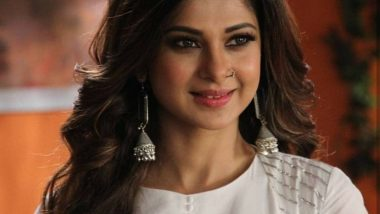 Bepannaah Jennifer Winget Is the Epitome of Gracefulness at Durga Pujo in Kolkatta – View Pic