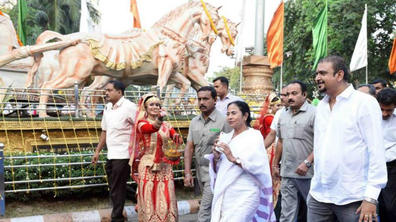 Durga Puja 2018: West Bengal CM Mamata Banerjee Inaugurates Festivities, Says Countdown Has Started