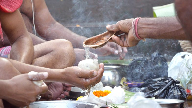 Mahalaya 2018: Tarpan Tithi & Time to Mark the End of Pitru Paksha, Why Can't Devotees Perform Tarpan Before 11 AM Today?