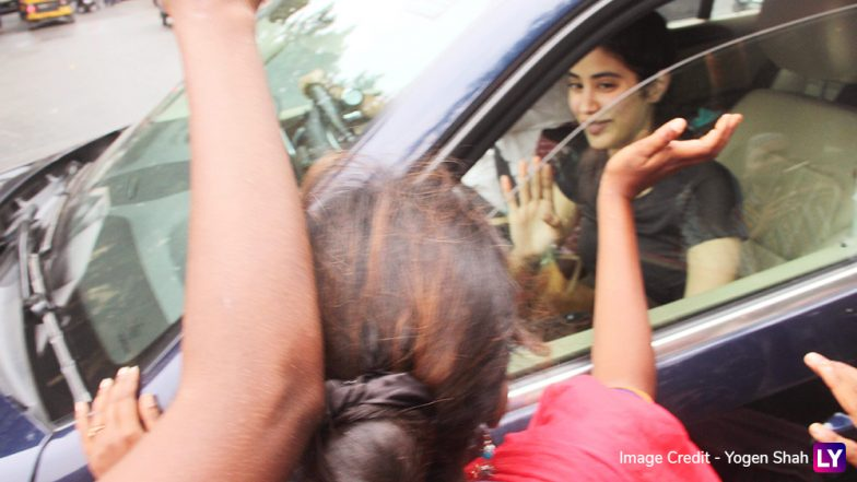 Sridevi's Daughter Janhvi Kapoor's Car Gets Mobbed by Fans! (View Pics)