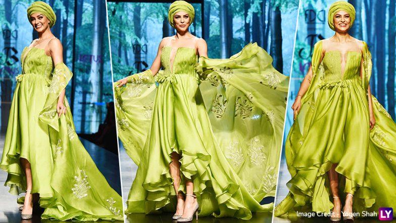 Sushmita Sen Walks the Ramp and Owns It Like a Goddamn Diva at the Lotus Make-Up India Fashion Week