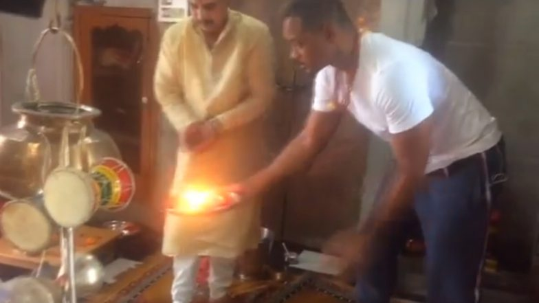 Will Smith Performs Ganga Aarti in Haridwar - Watch Video