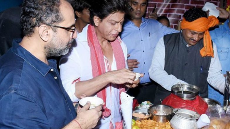 Shah Rukh Khan Eats 'Paani Puri' From This 'Thelavaala' and We Wonder If He Asks For An Extra Puri!