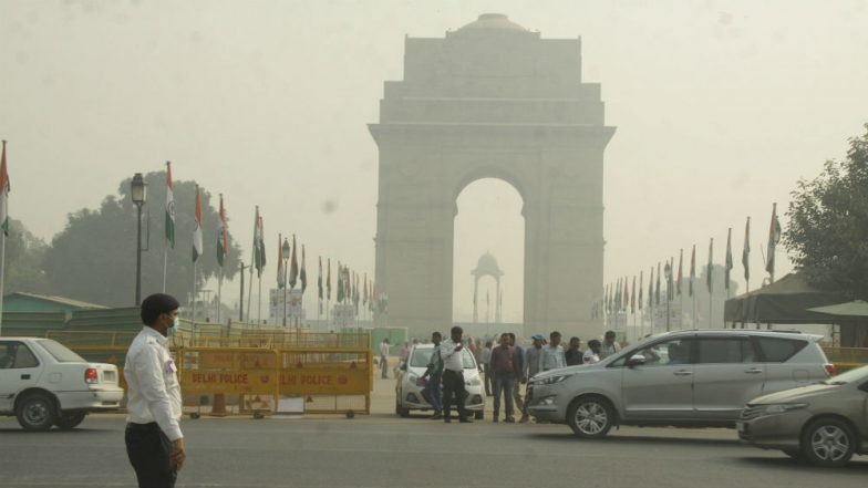 Delhi Air Quality Improves to 'Poor', May Turn to 'Severe Plus Emergency' Post Diwali Celebrations